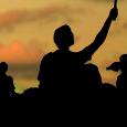 """Salve a tutti, siamo siamo lieti di comunicare che venerdì 2 maggio 2014 alle ore 20:45, presso la Villa Ronzani di Giai di Gruaro, ospiteremo nuovamente l'attivista Gianluca Solera, per la presentazione del suo nuovo libro: """"Riscatto mediterraneo. Voci e luoghi di dignità e resistenza"""", editore nuovadimensione. Dalla scheda introduttiva: Il libro è un viaggio nel Mediterraneo, che racconta le rivoluzioni arabe e i movimenti contro la crisi e l'austerità, parlando di tutti coloro che hanno preso in mano il futuro sfidando la morte e l'ingiustizia. Chi sono e cosa sperano i giovani protagonisti? Perchè il Mediterraneo è al centro […]"""